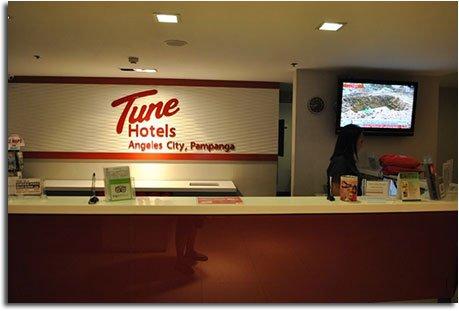 tune_hotel_front_desk