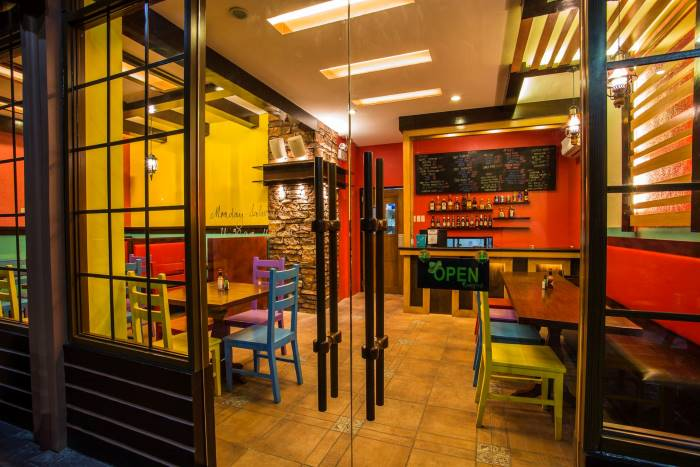 spanglish_inside_restaurant_tables_chairs